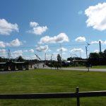 Lapset pääsivät yhdessä perheidensä kanssa huvipuistoihin eri puolille Suomea